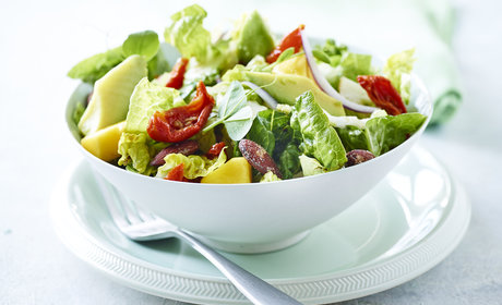 10_BBQ_Green_salad_with_avocado_mango_semi_dried_tomatoes_and_salt_roasted_almonds_2