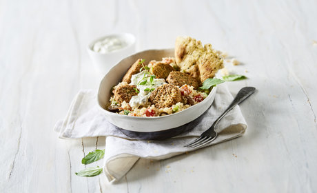 Falafel_with_taboule_and_yoghurt_dressing