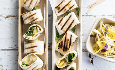 grilled_wrap_with_camembert_and_apple